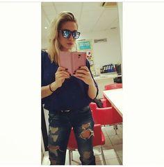 Those u wear! Street Style, Celebrities, Jeans, How To Wear, Fashion, Moda, Celebs, Urban Style, Fashion Styles