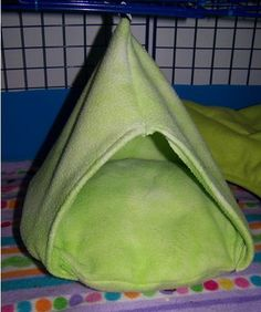 How To Make A Soft Hanging Fleece Bed For Small Animals. This looks so cozy. My chinchillas would love it.