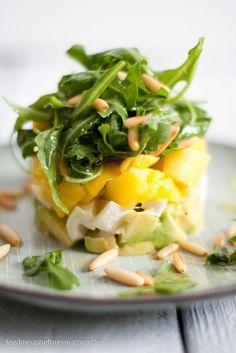 Fruchtig-frische Vorspeise: Avocado-Mango-Mozzarella-Salat.