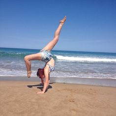 Flip side by the sea side  #beach #apollobay #handstand #dohandstandsnotdrugs #itsinmyblood by laurajkm_1998 http://ift.tt/1LQi8GE