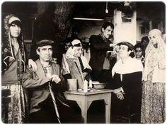 """""""Davaro"""" filminin bir sahnesinde Ayşen Gruda, Şener Şen, #AdileNasit, Kemal Sunal, Pembe Mutlu (1981) #istanlook #nostalji #birzamanlar"""