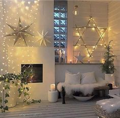 100 Creative Christmas Decor for Small Apartment Ideas Which Are Merry & Bright - Hike n Dip - - Even if you have a small Apartment, you can decorate it for Christmas. Here are Christmas Decor for Small Apartment ideas, that are cheap & budget friendly. Wooden Pallet Christmas Tree, Small Christmas Trees, Christmas Room, Plaid Christmas, Christmas Stars, Christmas Ideas, Christmas Candle Decorations, Christmas Mantels, Winter Home Decor