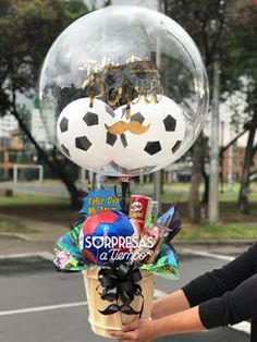 Las 10 mejores ideas de regalo para el día del padre ~ Solountip.com Diy Birthday, Birthday Gifts, Happy Birthday, Birthday Parties, Balloon Flowers, Balloon Bouquet, Photos Booth, Wine Gift Baskets, Balloon Gift