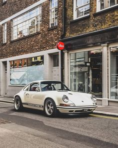 hots by @ beausoleil_photo_ # DriveVintage # classiccarvoyage # aircooledporsche … – Luxury Sports Cars Porsche Panamera, Porsche Autos, Porsche Cars, Custom Porsche, Porsche Classic, Bmw Classic Cars, Classic Auto, Ferdinand Porsche, Vintage Porsche