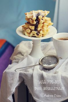 Tort cu ciocolata si visine Belgian Waffles, Mousse, V60 Coffee, Food Styling, Donuts, Deserts, Sweets, Dishes, Pancakes