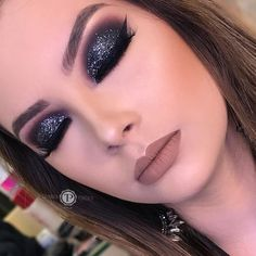 Find out about eye makeup looks and trends Glam Makeup Look, Gorgeous Makeup, Makeup Looks, Glitter Makeup, Prom Makeup, Hair Makeup, Glitter Brows, Glitter Hair, Glitter Gel