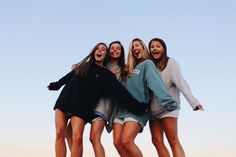 See more of crazyteensss's content on VSCO. Bff Pics, Photos Bff, Cute Friend Pictures, Friend Photos, Best Friend Fotos, Best Friend Pics, 4 Best Friends, Shotting Photo, Photographie Portrait Inspiration