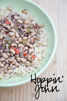 Hoppin' John ~ an easy black eyed pea recipe with bacon, onion, celery and peppers! | 5DollarDInners.com