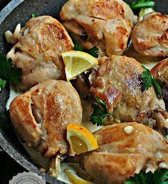 @hayatcafe  @hayatcafe  Limon Soslu Kremalı Tavuk  Malzemeleri  600 gr tavuk baget(ben bagetlerin bir tarafındaki kemik kısmını kestim ama kemiksiz kalça eti kullanmanızı tavsiye ediyorum) 2 Yemek kaşığı limon suyu 1 Tür kahve fincanı krema 1 Silme çay kaşığı köri 1 Yemek kaşığı sıvıyağ Karabiber ve tuz  Hazırlanışı Tavukları yıkayın e iyice süzüldükten sonra tavaya 1 yemek kaşığı sıvıyağı dökün ve kızdırın Kızan yağa tavukları bırakın ve orta ateşte iki tarafını birkaç dakika pişirin. Etin…