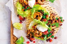 Using nutrient-packed vegies, such as beans and tomatoes, to bulk out these low cal tacos makes them just as delicious and satisfying as regular tacos. 500 Calorie Dinners, Meals Under 500 Calories, 100 Calories, Lamb Patties, Spicy Prawns, Pork Schnitzel, Spiced Cauliflower, Asian Pork, Bean Salad Recipes