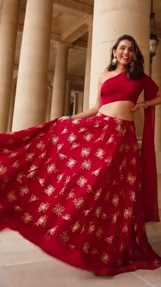 Party Wear Indian Dresses, Indian Gowns Dresses, Indian Bridal Outfits, Indian Fashion Dresses, Dress Indian Style, Indian Designer Outfits, Designer Dresses, Wedding Lehenga Designs, Designer Bridal Lehenga