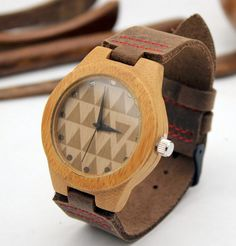The bamboo wooden watch is equipped with high quality Japan quartz movement. Diameter of the dial 1.4 inches. Strap is made of genuine leather. •