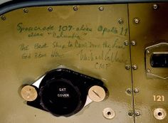 Experts at the Smithsonian Institution's National Air and Space Museum have rediscovered wall graffiti left behind by the crew of Apollo 11 - the mission that sent humans up to walk on our moon for the first time in history. Apollo Space Program, Apollo Missions, Michael Collins, Apollo 11, Apollo Rocket, Air And Space Museum, Space Race, Space Shuttle, Space Exploration