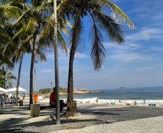"""Hoje fui matar a saudade da minha cidade... """"O Rio de Janeiro continua lindo""""  eh #bremloko se sentir em casa novamente... """"alô alô realengo! Aquele abraço! aquele abraço! """" (adoro essa música)  #hoje #praia #rio #domingo #folga #negocios #bate_e_volta  #arpoador #sol #coqueiro #brazil #sun #today by danilobrem"""