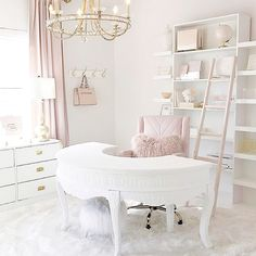I'm glad it's Friday but it's not even lunch yet! 😫 I'm looking forward to the day when I can leave my corporate office and work in a home office as beautiful as this one by 😍💕 Home Office Space, Home Office Design, Chic Office Decor, Corporate Office Decor, Deco Studio, Cute Room Decor, Glam Room, Beauty Room, My New Room