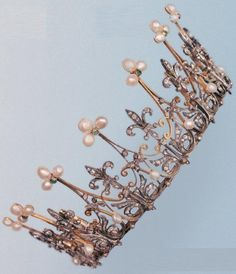 An antique silver, gold, diamond and pearl diadem, 19th century. Formerly the property of a prominent French aristocratic family of the 18th and 19th centuries. #antique #diadem