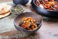 Ελληνομαροκινά ρεβίθια με μελιτζάνες στο φούρνο | ΤΟ ΠΟΝΤΙΚΙ Chana Masala, Vegetarian, Vegan, Healthy, Ethnic Recipes, Food, Greek, Bathroom, Kitchens