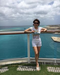 私の後ろにリーフに座礁したカタマランヨット⛵️が��1時間ほどスッタモンダした末、今無事に救出��#アルバ #カリブ海 #エアデールテリア #airedalelove #airedaleterrier #aruba#arubablue #celebrity #equinox#caribbeancruise #caribbean http://tipsrazzi.com/ipost/1526244062478502302/?code=BUuTuNwlIme