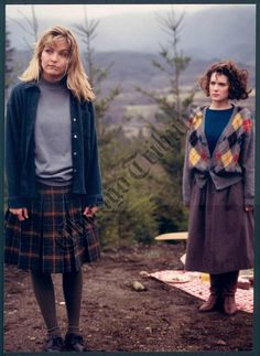 Laura Palmer & Donna Hayward, Twin Peaks press photo
