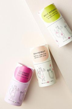 Formulated with gentle, skin-conditioning ingredients, this aluminum-free deodorant helps keep you feeling fresh all day. The best part? It comes in a biodegradable paper tube that composts within a year! Lavender Bergamot: a refreshing blend of lavender, bergamot, lemongrass, and a hint of peppermint. (FRESH) Rose Geranium: a baking soda-free option for those with sensitive skin, with floral notes of rose and geranium. (FLORAL) Grapefruit: a baking soda-f #BakingSodaForDandruff