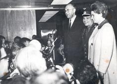 Юрий Гагарин и Валентина Терешкова на пресс-конференции в Нью-Йорке