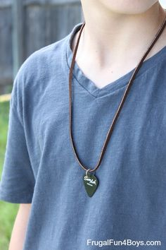 How to Make a Guitar Pick Necklace - Frugal Fun For Boys and Girls Crafts For Boys, Diy For Kids, Gifts For Kids, Kid Crafts, Guitar Pick Art, Guitar Picks, Teenage Guys, Teen Boys, Tween