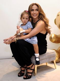 Celebrity moms 470063279853473039 - Jennifer Lopez's Daughter Is Growing Up So Fast—and She Looks Identical to Her Famous Mom Source by aleksandrwj Mom Wardrobe, Celebrity Costumes, First Mothers Day, Latest Instagram, Celebrity Babies, Celebs, Celebrities, Mom And Baby, Celebrity Pictures