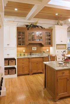 Traditional Two-Tone Kitchen Cabinets #05 (Crown-Point.com, Kitchen-Design-Ideas.org)