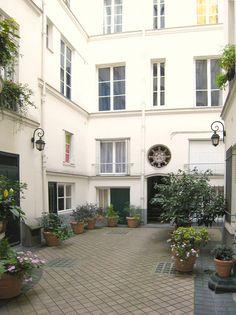 Rue de Verneuil, 75007 Paris #abkasha