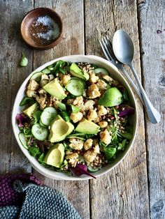 Dette er bare en aldeles nydelig salat som kan serveres som tilbehør eller spises som et måltid i seg selv.   Anbefaler virkelig å prøve denne oppskriften!! Tex Mex, Pickles, Sprouts, Cucumber, Tapas, Snacks, Vegetables, Food, Lasagna