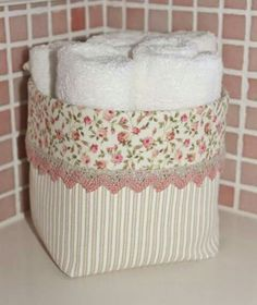 Am coolsten DIY Lagerplätze - Diy Fabric Basket Diy Storage Space, Fabric Storage, Craft Storage, Storage Bins, Fabric Crafts, Sewing Crafts, Sewing Projects, Diy Projects, Sewing Tutorials