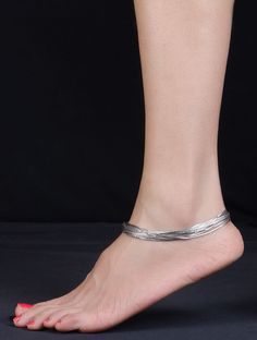 Females anklets a perfect technique to bring your jewelry compilation to a higher stage. Sterling Necklaces, Silver Necklaces, Sterling Silver Pendants, Silver Earrings, Earrings Uk, Silver Anklets Designs, Anklet Designs, Payal Designs Silver, Ankle Jewelry