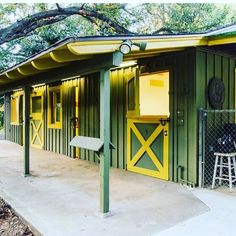 Looking for a place to park your pony? This horse stall comes with an original ranch house (because this is actually a ranch!) circa 1950, on over an acre of land just about 20 mins from downtown LA. See more pics and read more about this extraordinary offering on our blog. Link in profile. . . . . #home #homes #ranch #ranchhouse #horses #horsebarn #losangeles #losangelesrealestate #lacanada #lacanadaflintridge #forsale #luxuryrealestate #fixerupper #originalcharacter #buythishouse #hausenvy…