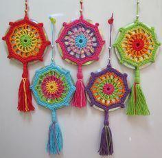 Bildergebnis für mandalas tejidas a crochet patrones Crochet Diy, Crochet Home, Love Crochet, Crochet Granny, Crochet Motif, Crochet Crafts, Crochet Doilies, Crochet Flowers, Crochet Stitches