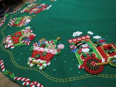 Christmas Gingerbread Men, Christmas Clay, Felt Crafts, Christmas Crafts, Christmas Decorations, Xmas Tree Skirts, Christmas Village Display, Felt Stocking, Christmas Crochet Patterns
