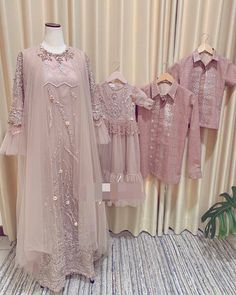 Dress Brukat, Hijab Dress Party, Hijab Style Dress, The Dress, Dress Outfits, Kebaya Hijab, Kebaya Dress, Dress Pesta, Gaun Dress