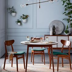Shop round dining table from west elm. Find a wide selection of furniture and decor options that will suit your tastes, including a variety of round dining table. Expandable Dining Table, Round Dining Table, Small Dining, Decor Interior Design, Interior Decorating, Decorating Ideas, Decor Ideas, Style Deco, Deco Table