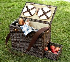 Rattan Picnic Trunk. Perfect for a summer afternoon! I want! #potterybarn