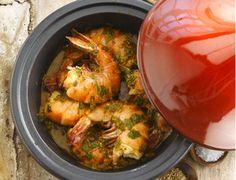 Gambas à la chermoula. - 500 g de gambas - 2 gousses d'ail - 1 bouquet de coriandre - 1 petit bouquet de persil plat - 1 cs de paprika doux en poudre - 1 cc de gingembre en poudre - 1 cc de cumin en poudre- ½ cc de poivre de Cayenne ou Harissa- Le jus d'1 citron - 1/4 cc de gros sel de mer - 2 cs d'huile d'olive