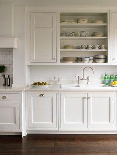 How much does a new kitchen cost? How do you budget for a new kitchen? How can you make the whole process cheaper? Find out right here. Shaker Style Kitchen Cabinets, White Shaker Kitchen, Shaker Style Kitchens, Kitchen Cabinet Styles, Painting Kitchen Cabinets, Kitchen Dresser, Traditional Kitchen Cabinets, Traditional Kitchens, Kitchen Units