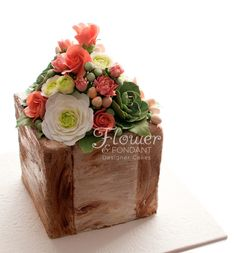 Rose & Succulent Flower Box Rose & Succulent Flower Box This cake was for a lady who does floral arraigning and belongs to a succulent club which was perfect for... #succulent #cactus #cacti #cakecentral #Jackie