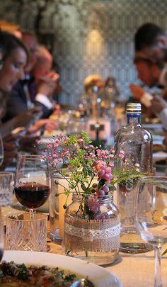 Trouwlocatie Mereveld heeft een eigentijds karakter. En altijd is het de styling die de huwelijkstafel zo sfeervol maakt. #Mereveld Utrecht in TOP 5 populairste trouwlocaties van Nederland!