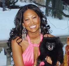 Image from http://media4.popsugar-assets.com/files/upl0/10/104166/12_2008/kimoracrop/i/Kimora-Dog-Become-Diamond.jpg.