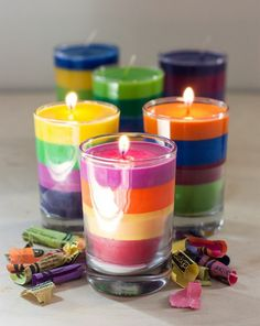 Learn how to make these Essential Oil Rainbow Crayon Candles! This is a simple project that the kids can help with that look great and smell even better! Diy Candles Scented, Gel Candles, Homemade Candles, Mason Jar Candles, Ideas Candles, Candle Wax, Making Crayons, Diy Crayons, Broken Crayons