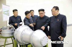 국민일보NPT 탈퇴 후 핵무장? 한국이 할 수 없는 3가지 이유태원준 기자 입력 2017.09.06. 12:39북한의 6차 핵실험 이후 보수야당을 중심으로 '핵무장론'이 목소리를 높이고 있다. 우리도 북핵에 대응해 핵무기를 개발하자는 것이다. '北 핵무기 vs 南 재래무기'의 비대칭 전력 구도를 대등한 위치로 돌려놓지 않으면 앞으로 북한의