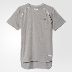 Subtle details define this men's t-shirt. Made in textured climalite® jersey, it's finished with reflective seam details and a leather loop detail on the chest pocket.
