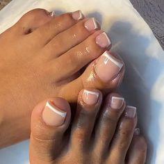 French Toe Nails, French Acrylic Nails, French Tip Toes, French Tip Pedicure, French Manicure Toes, French Pedicure Designs, Gel Pedicure, Pedicure Colors, Pretty Toe Nails