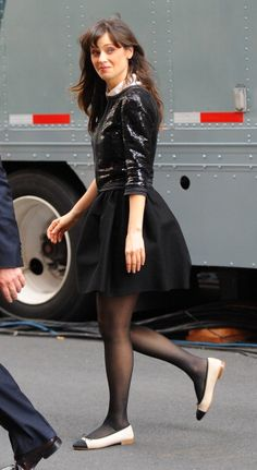Zoo e y D e s c h a n e l Pantyhose Outfits, In Pantyhose, Zooey Deschanel Hair, Emily Deschanel, Cute Fashion, Fashion Outfits, New Girl Style, Girl Inspiration, Celebrity Outfits
