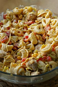 Kulinarne Inspiracje: Sałatka tortellini z kurczakiem i nutą curry Meat Appetizers, Appetizer Recipes, Fast Dinners, Mediterranean Diet Recipes, Pasta Salad Recipes, Tortellini, Macaroni And Cheese, Good Food, Food And Drink