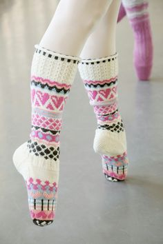 Lace Knitting, Knitting Socks, Crochet Socks, Knit Crochet, Sock Toys, Fair Isle Pattern, Cute Socks, Wool Socks, How To Purl Knit